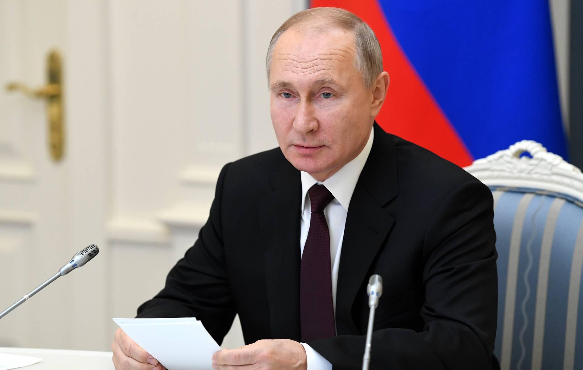 Путин подписал закон, обязывающий госзаказчиков обосновывать цену контракта